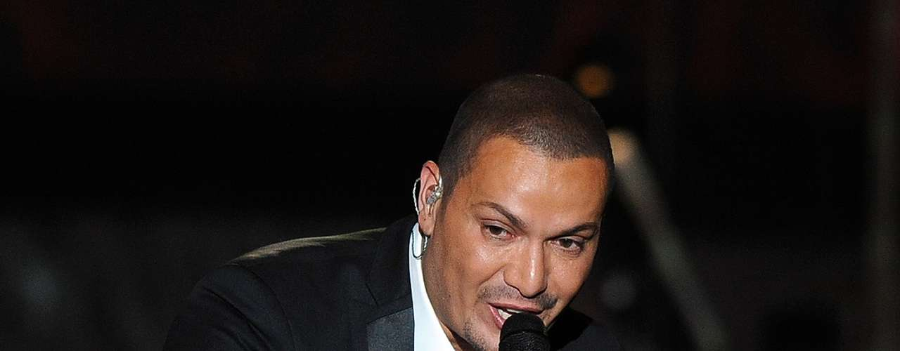 Salsero Victor Manuelle and Best Salsa Album nominee will be making hips moves and hearts melt with his iconic voice Thursday night.
