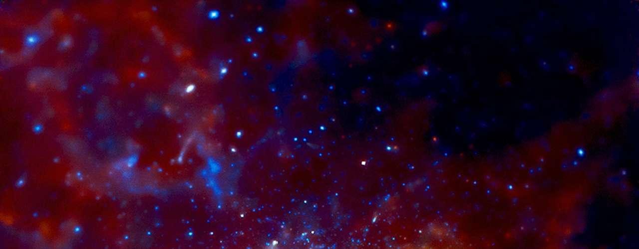 La imagen permitió además evidenciar que el centro de nuestra galaxia tiene una gran concentración de estrellas de data muy antigua.