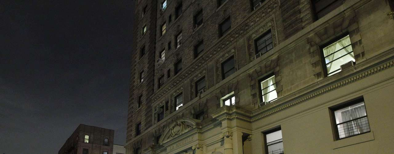 El edificio de apartamentos está en uno de los barrios más elegantes de la ciudad, a una cuadra del Central Park, cerca del Museo de Historia Natural y a unas pocas cuadras del Lincoln Center for the Performing Arts.