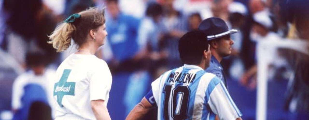 El famoso momento en el Mundial EU 1994, en el que sale del campo para someterse a un examen antidoping.