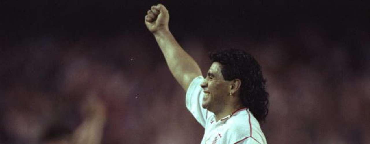 Regresó a España para vestir la camiseta del Sevilla, en 1992, pero sólo hizo 7 goles en 29 juegos.