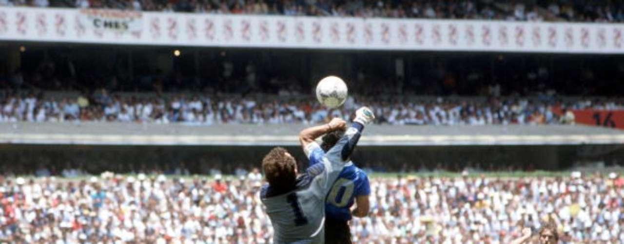 Fue en México 1986 cuando realizó la trampa más famosa de la historia balompédica: 'la mano de Dios', con la que Argentina derrotó a Inglaterra en Semifinales.
