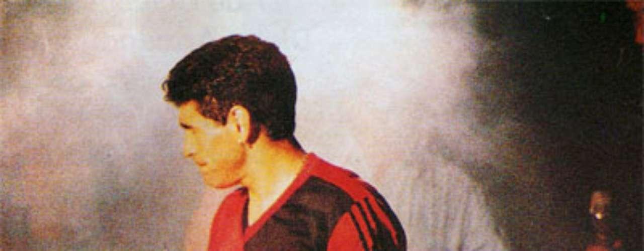 Tras su gris campaña en Sevilla, volvió a Argentina para unirse al Newell's Old Boys.