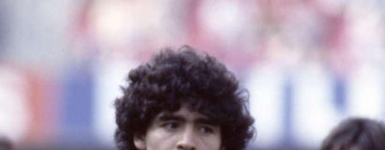Fue mucha la expectativa que causó su traspaso al Barcelona, en el que jugó dos campañas (1982-84), pero sin mucho éxito.