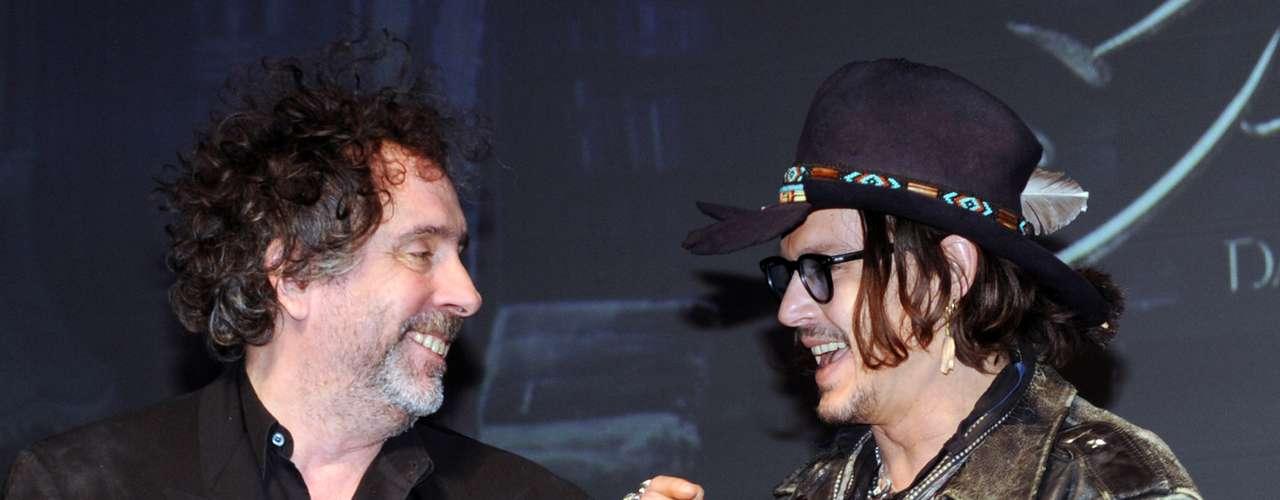 El afamador director Tim Burton no puede negar su apego y preferencia por Johnny Depp , con quien ya hecho varias películas. Por su parte Johnny está fascinado de ser la musa del gran creativo Burton