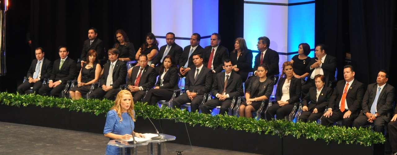 Egresada de la Facultad de Derecho, y con una carrera política desarrollada principalmente en la Secretaría de Desarrollo Social del Gobierno Federal - Jefa de Unidad y Delegada en Nuevo León -, Margarita Arellanes enarbola como principal objetivo de su gestión la \