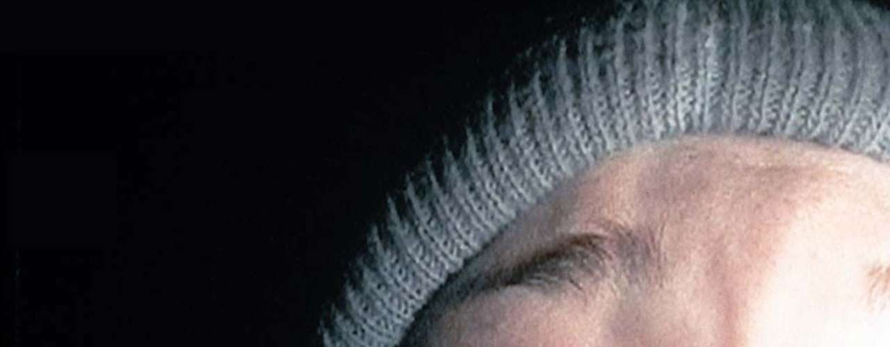 The Blair Witch Project (1999): El 21 de octubre de 1994, Heather Donahue, Joshua Leonard y Michael Williams entraron en un bosque de Maryland para rodar un documental sobre una leyenda local, La bruja de Blair. No se volvió a saber de ellos.
