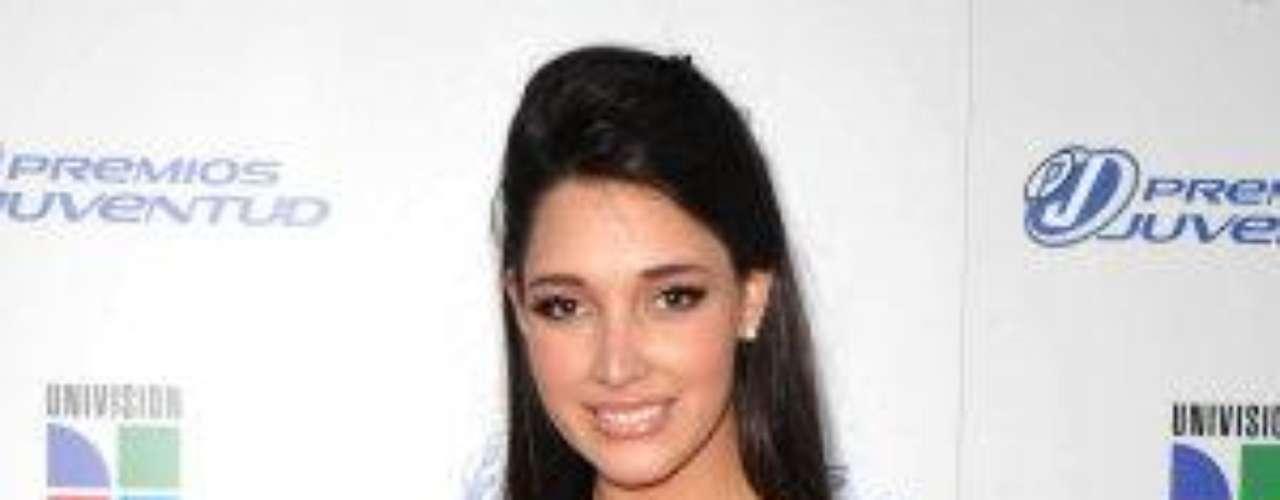 Luego de ganar el título de Miss República Dominicana en el año 2002, representó a su país en el concurso de Miss Universo en 2003, siendo la primera dominicana en obtener la preciada corona en toda la historia de su país.Estrellas de novela que cumplen años en SeptiembreEstrellas latinas que cumplen años en octubreEstrellas de novela que triunfan en Hollywood