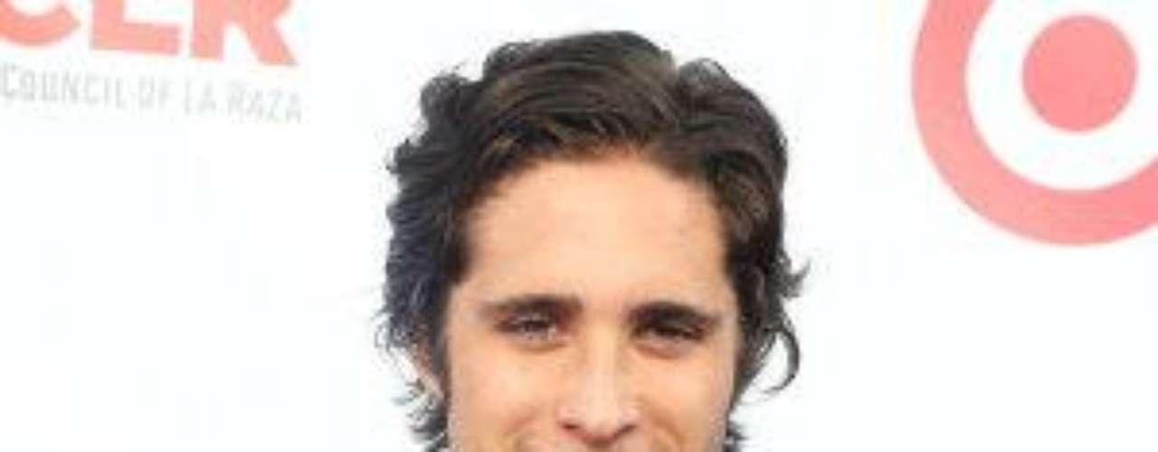 Este actor y cantante mexicano nació el 29 de noviembre de 1990. Saltó a la fama por su participación en la telenovela 'Rebelde', donde interpretó al inolvidable 'Rocco'.Estrellas de novela que cumplen años en SeptiembreEstrellas latinas que cumplen años en octubreEstrellas de novela que triunfan en Hollywood