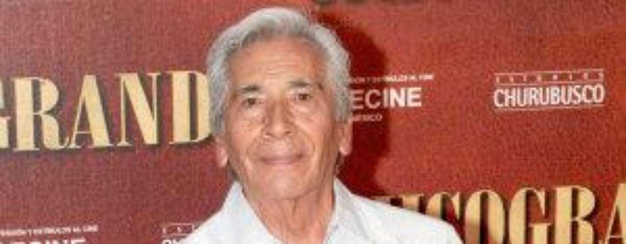 Este primer actor tiene una larga y próspera trayectoria en las novelas y el cine. Lo más interesante de su vida es que su origen fue muy humilde y trabajó como peón en una compañía electrificadora, ayudantede carnicería, de molino de café y decorador de interiores, hasta que pudo comenzar sus estudios de actuación en el Instituto de Bellas Artes de México. Nació el 17 de noviembre de 1936.Estrellas de novela que cumplen años en SeptiembreEstrellas latinas que cumplen años en octubreEstrellas de novela que triunfan en Hollywood