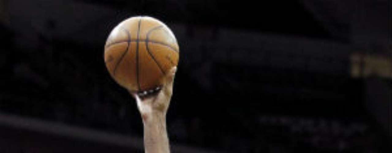 El brasileño Nené Hilario será titular seguramente con Washington Wizards, donde fue traspasado la pasada temporada por Denver. El poste va por su onceava temporada en el mejor basquetbol del planeta.