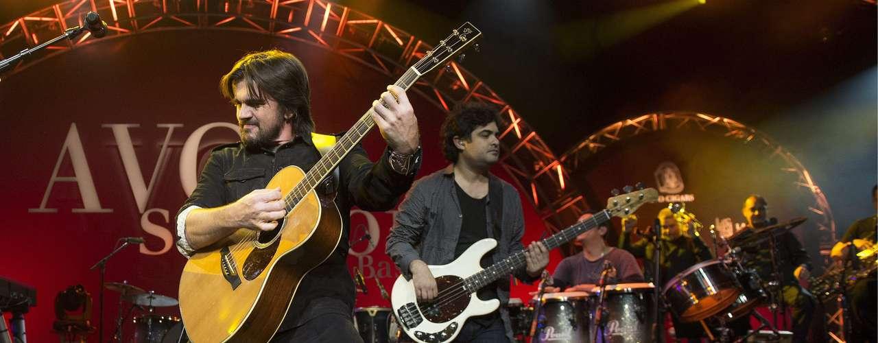 Juanes, 17-veces ganador del Latin Grammy, dice presente este año para cantar, además tiene cuatro nominaciones, entre ellas: Grabación del Año y Canción Del Año por \