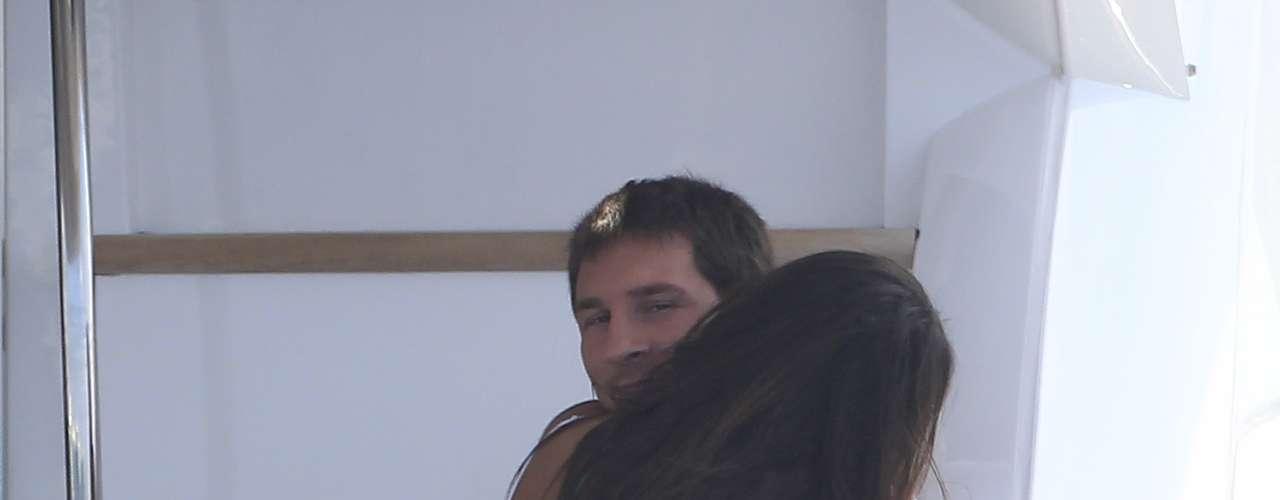 Lionel Messi y su chica, durante unas vacaciones en Ibiza. Ellos siempre se han mostrado muy cariñosos y son una pareja muy estable.