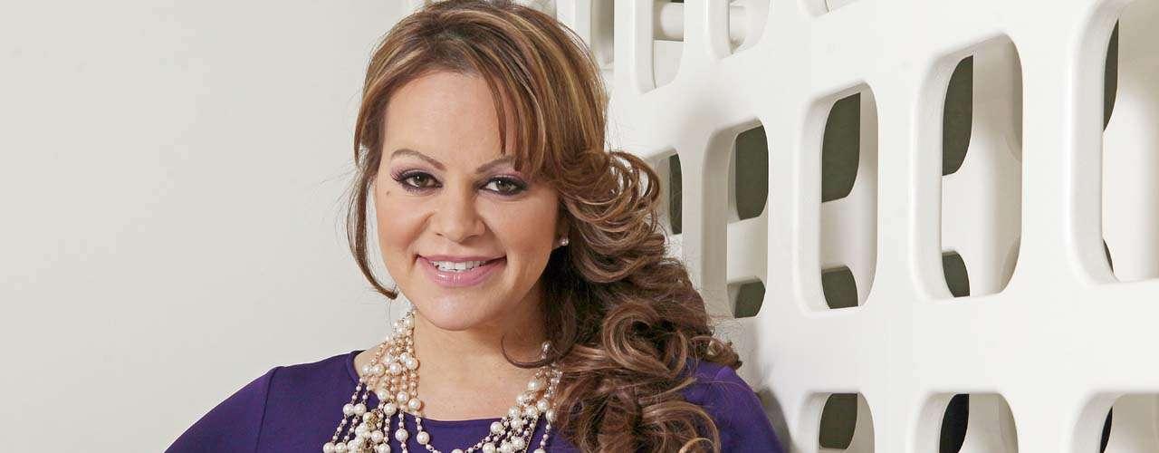 Los rumores la cantante soportó en ese proceso son múltiples, desde que Loaiza la traicionó con su hija Janney 'Chiquis' Marín hasta que el beisbolista la dejó por una relación homosexual.