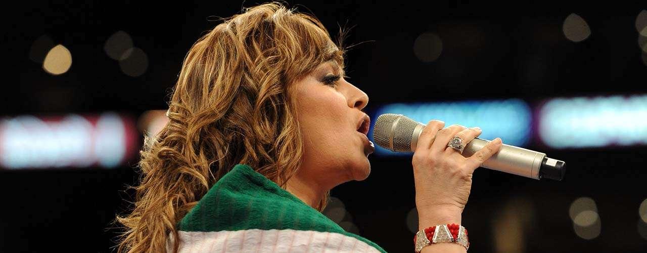 Respecto a premiaciones, la cantante obtuvo 10 Billboard en las categorías de Música Latina y en dos ocasiones fue nominada a los Grammy Latino.