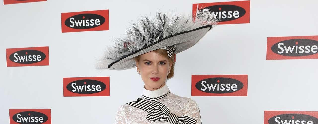 Nicole Kidman es una mujer atractiva y elegante, pero este atuendo de verdad la hizo ver disfrazada. Es cierto que no estamos acostumbrados a verla con sombrero, pero la combinación realmente era mala.