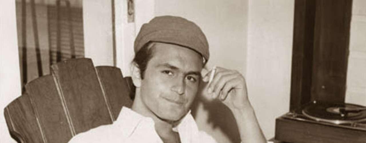 Leonardo Favio sorprendió al lanzarse como cantante y compositor a fines de la década de 1960, cuando ya llevaba varios años de fama y respeto como actor y cineasta.
