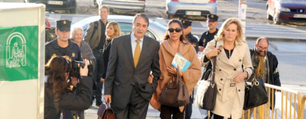 A escasas horas o días de que nazca su primer nieto, Isabel Pantoja se ha trasladado a Málaga para declarar por su imputación por blanqueo de capitales en el juicio en el que están procesados también el exalcalde de Marbella (Málaga) y su expareja, Julián Muñoz; la exmujer de éste, Maite Zaldivar.