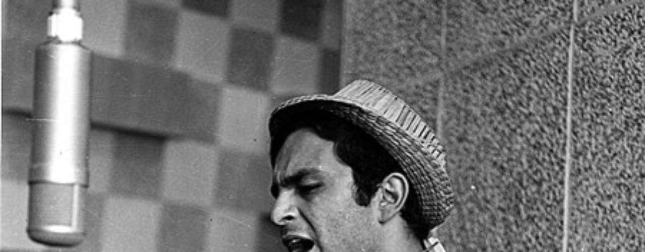 La música se instaló en su vida en el año 1968 con 'Fuiste mía en verano' y convirtiéndose de paso en uno de los pioneros de la balada romántica latinoamericana de los años 60 y 70.