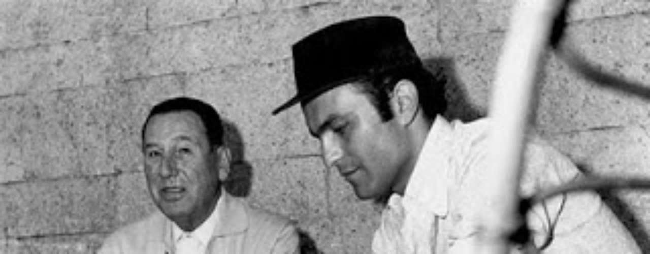 A los 20 años debutó como actor en la cinta 'El Jefe' y en 1961 trabajó para su gran mentor Leopoldo Torre Nilsson en 'La mano en la trampa', sumando más adelante a su carrera de actor diversos nombres en cine y obras de teatro.