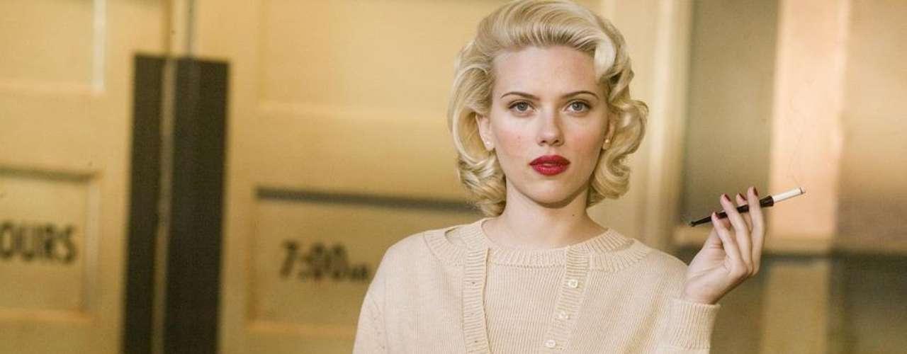 Sin duda, Scarlett Johansson es más recordada por sus memorables y sexies escenas en el cine que convencen a los directores de ser una actriz seria y decidida a todo.