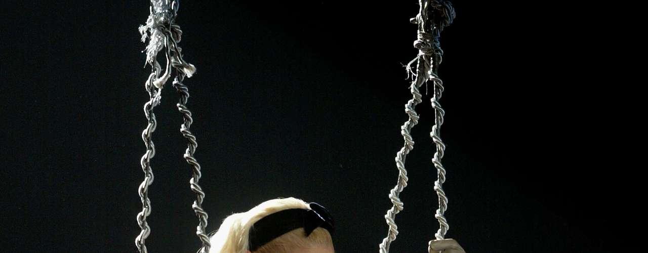 Gwen Stefani, sang her solo hit \