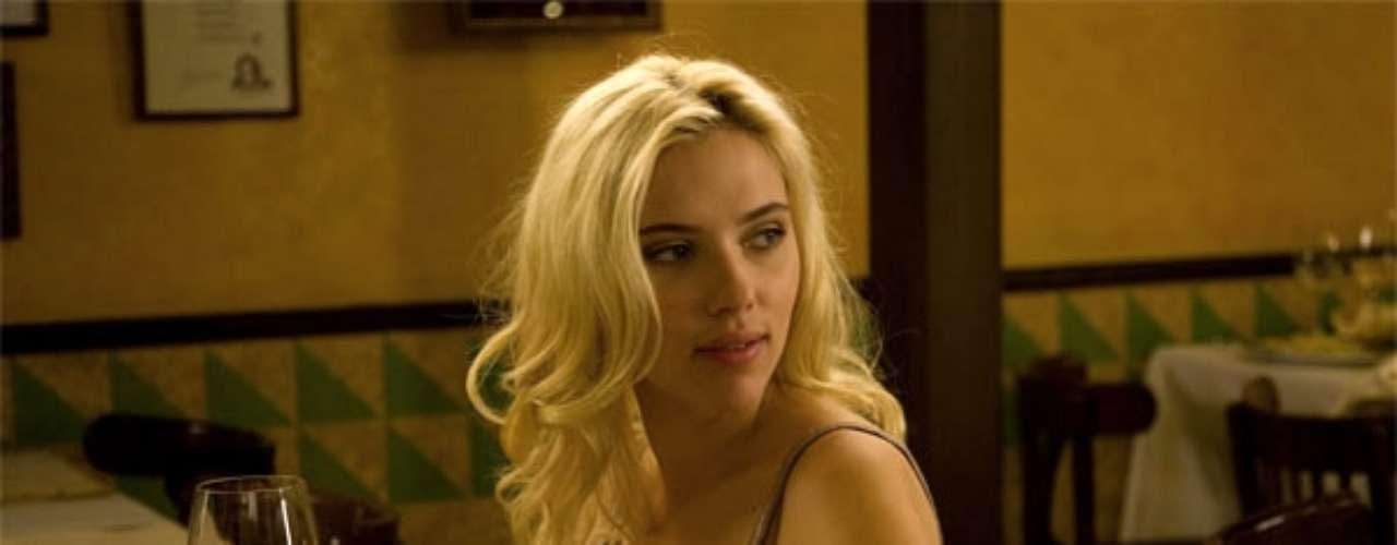 También Scarlett en la cinta de Allen se le ve en situaciones muy románticas y eróticas junto a Penélope Cruz.