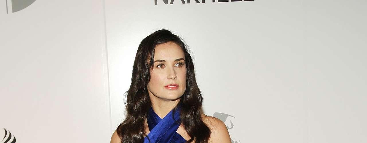Muchos agradecimos verla en este vestido azul índigo por más que no haya sido perfecto. El tono resaltaba sus facciones bellamente.