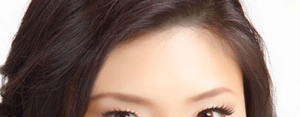 Miss Singapur - Phoebe Tan. Tiene 24 años de edad y su estatura es de 1.72 metros.