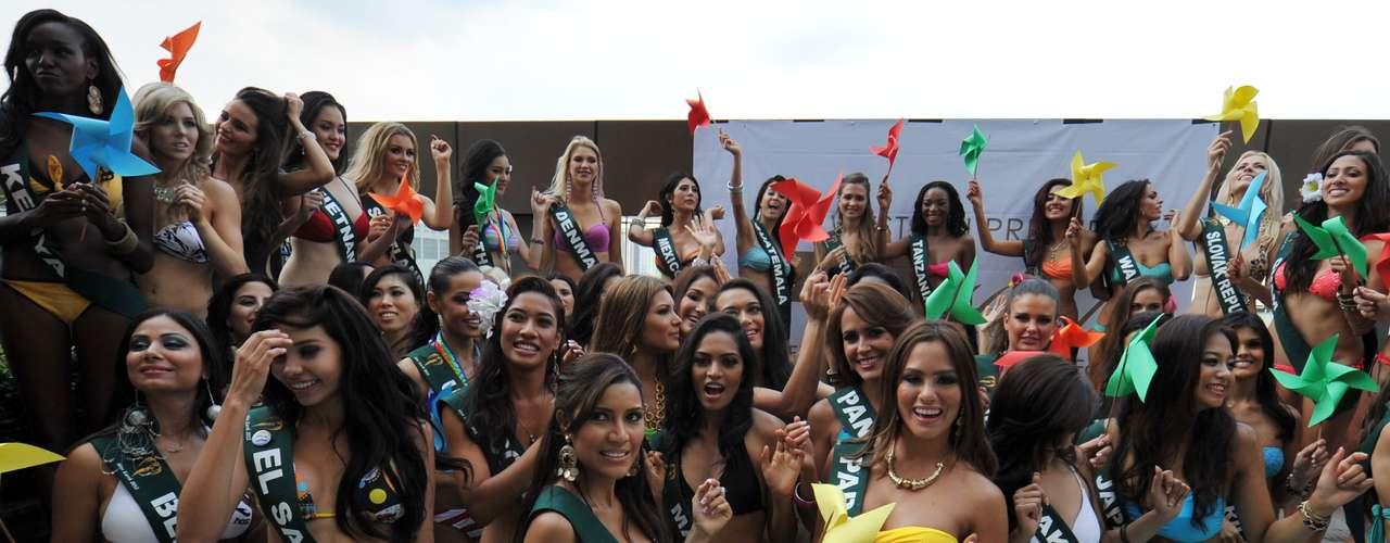 Las despampanantes mujeres de los más de 90 países que compiten por el cetro y la corona del certamen de Miss Universo hicieron presencia con toda su sensualidad y belleza en diminutos trajes de baño.