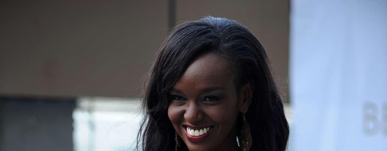 Y qué decir de Fiona Konchellah, representante de Kenia que con su belleza envuelta en su piel de ébano se robó toda la atención.