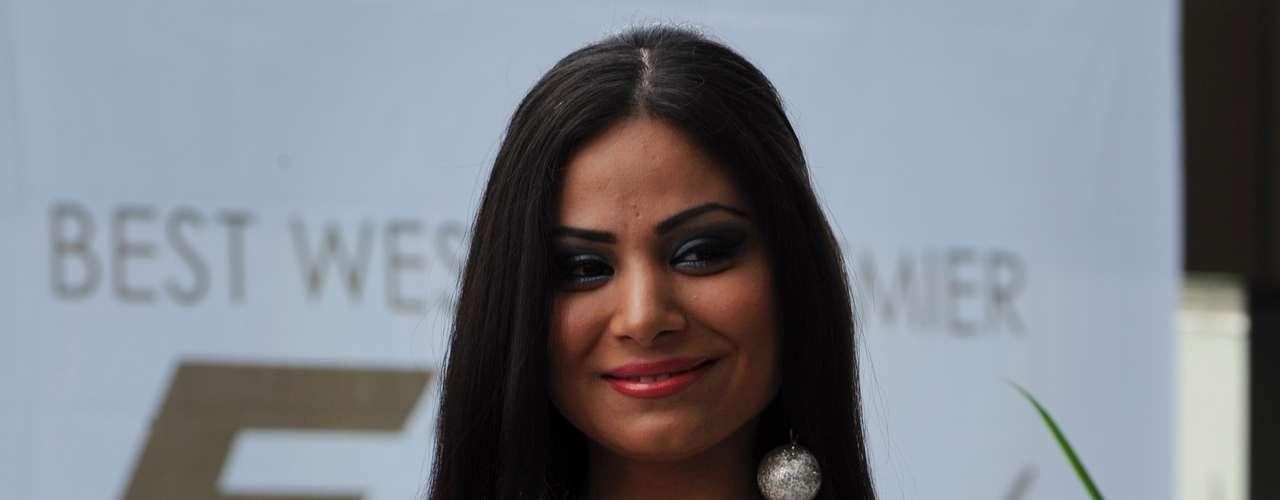 El contraste de Miss Bélgica, Madina Hamidi, entre su cabello color azabache y su blanquísimo traje de baño, fue un elemento decisivo a la hora de desfilar frente a la crítica.