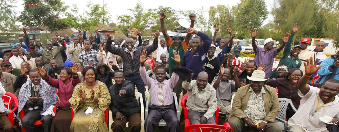 Kenyan sympathizers of the president, Barack Obama, celebrate in his dads native country, Kogelo.