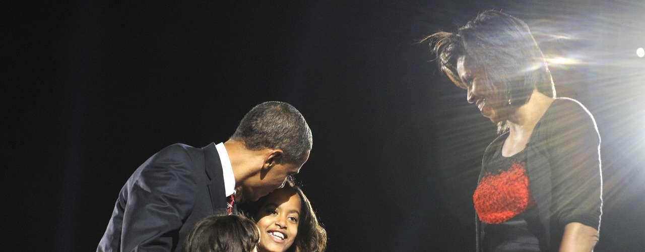 En Noviembre del 2008, Malia tenía apenas 10 años y Sasha 7. Las hijas del presidente fascinaron a la prensa, pero la familia presidencial hizo un buen trabajo manteniendo la privacidad de las pequeñas hijas de Obama.