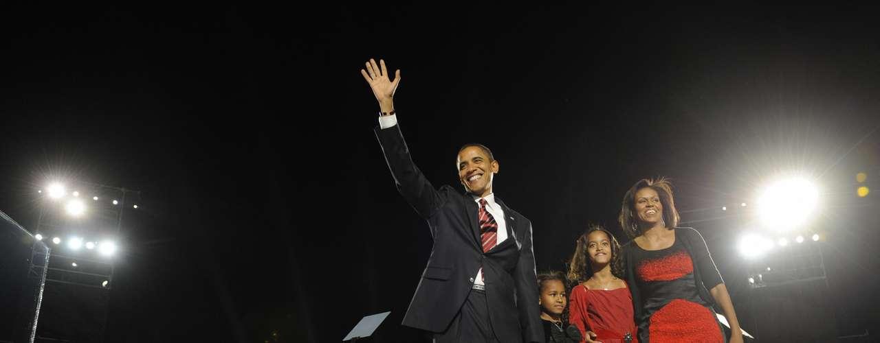 En mayo del 2012, el Presidente Obama dejó ver su costado de padre estricto al confirmar que  hizo esperar a su hija Malia hasta que cumpliera 12 años para permitirle tener un celular, y ahora que finalmente lo tiene solo puede usarlo los fines de semana.