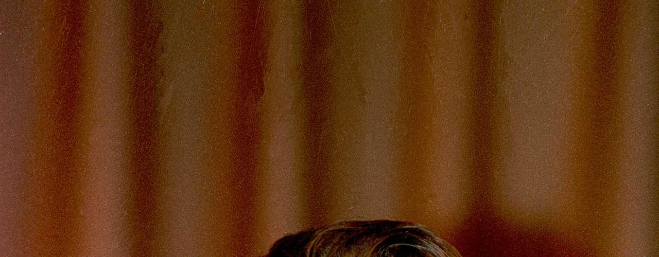 Mickey Rourke fue el galán de Hollywood en los años 80 pero su vanidad y el ser joven por siempre lo llevaron al extremo de practicarse varias cirugías estéticas. Con el paso del tiempo, Rourke fue perdiendo ese 'sex appeal' y fue reemplazado. Su carrera volvió a surgir con 'The Wrestler' y su nominación al Oscar pero bien sabemos que al actor le han pesado los años.