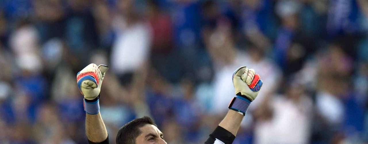 Jesús Corona desde que regresó de los Juegos Olímpicos ha sido un jugador indispensable para Memo Vázquez, está en gran nivel, en el último partido salvó a Cruz Azul de ser goleado por Santos.