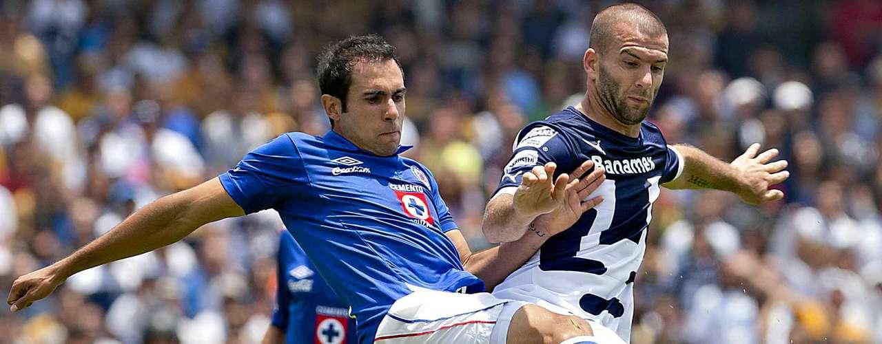 Alejandro Castro es el único jugador de Cruz Azul que ha disputado los 16 partidos del campeonato, ha hecho suya la defensa central de La Máquina.