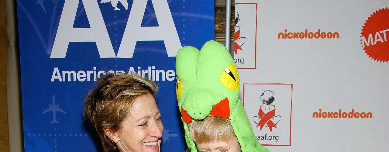 Edie Falco. Primero adoptó a Anderson en diciembre de 2004 , a los pocos días de su nacimiento. El  nombre de Anderson viene del nombre de soltera de la madre de Falco. Luego adoptó a Macy en Florida en febrero de 2008