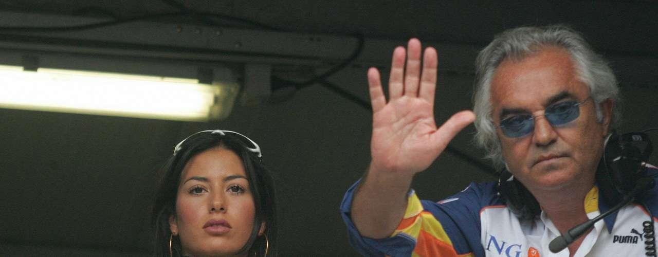 Uno de los dueños del show de la Fórmula Uno, Flavio Briatore, tiene como pareja a la hermosa modelo Elisabetta Gregoraci.