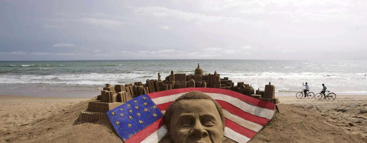 In India, a magnificent sand sculpture was created in honor of Obamas reelection in the United States.
