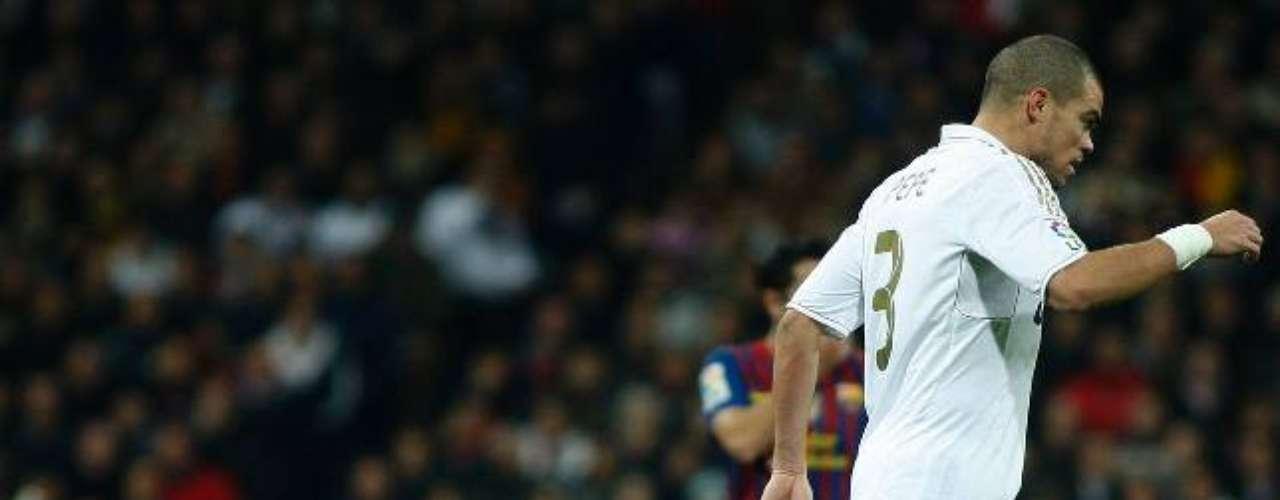 Hace no mucho, el zaguero madridista pisó con todo el dolo a Messi, ganándose una buena cuota de repudio en el mundo.