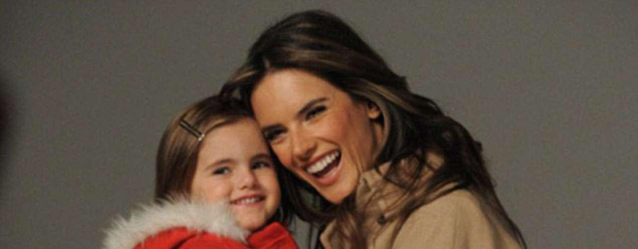 Anja, de cuatro años,  no ha perdido el tiempo y sigue los  pasos de su madre supermodelo.