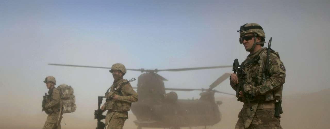 Buscará un retiro razonable, suave y absoluto de los conflictos en Irak y Afganistán. Con el retiro de las tropas, los recortes ya fijados para el presupuesto de defensa quedarán reafirmados.