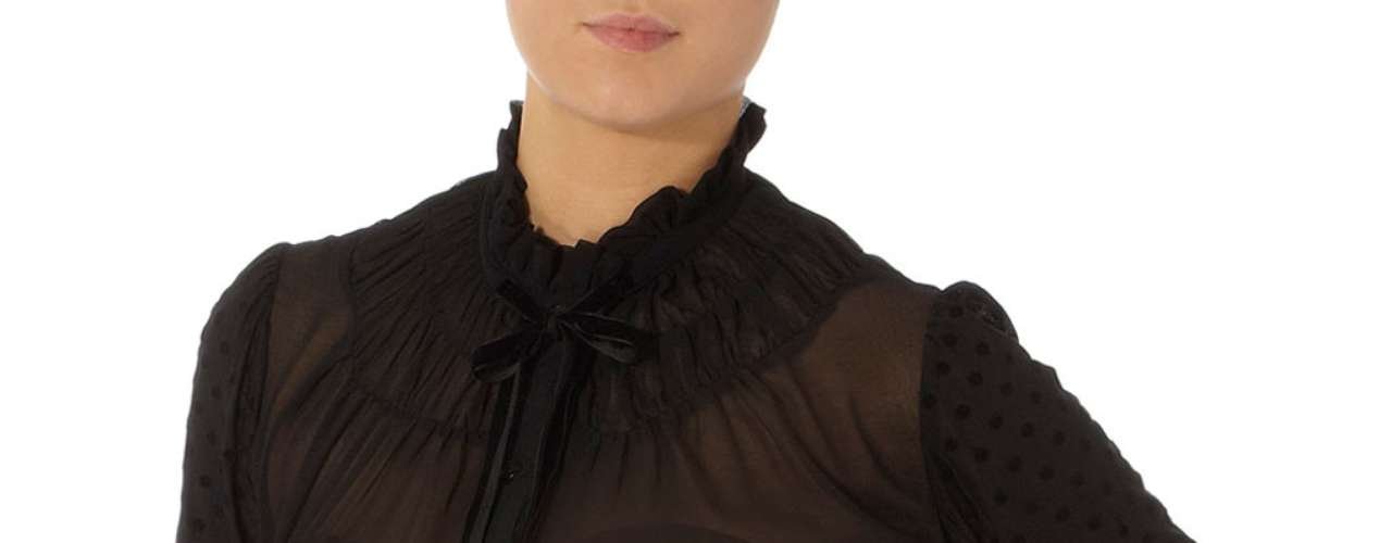 Blusa de punto negra transparente a $ 59,00. Idela para lucirla con un shorts de la Kollection Kardashian