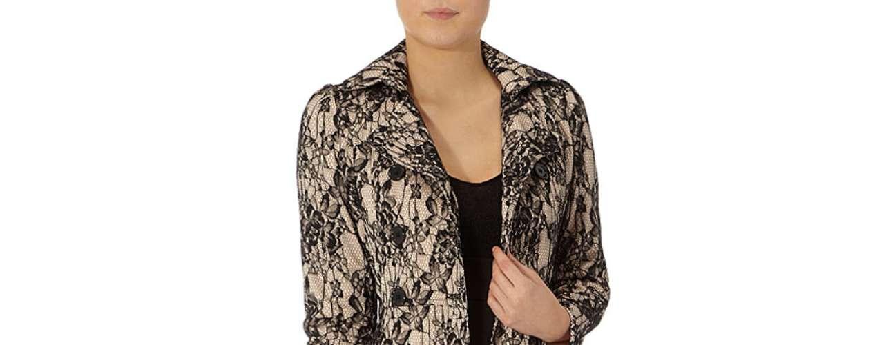 Looks trendys! Trench de la colección de las hermanas Kardashian a $135.00