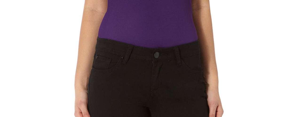 Jeass clásicos de Khloe a $ 69,00. Pantalones bootcut de la línea de Khloe Kardashian  son halagadores y chic. Fácil de vestirse o usar casualmente, estos jeans son de estilo clásico con 5 bolsillos
