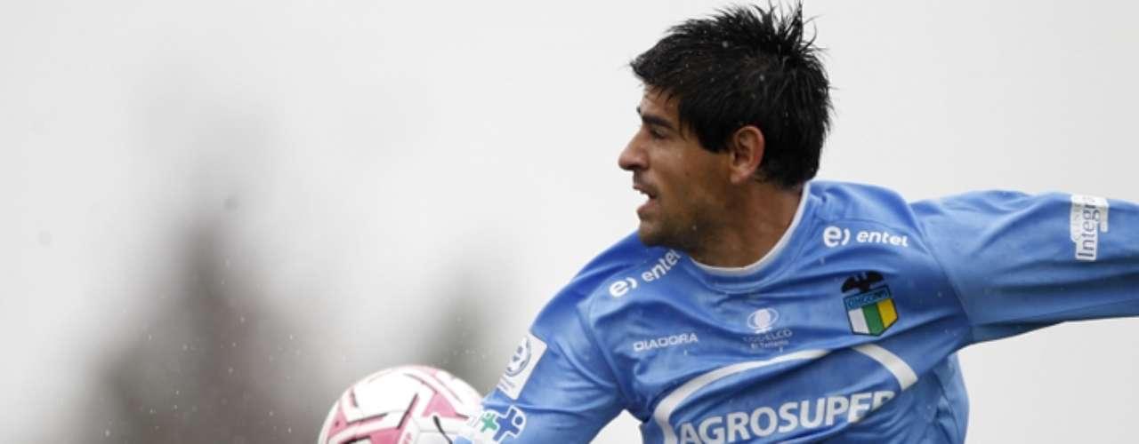 Julio Barroso: defensa de 27 años que juega en OHiggins. Su formación es como central, aunque puede ocupar otros puesto de la defensa.