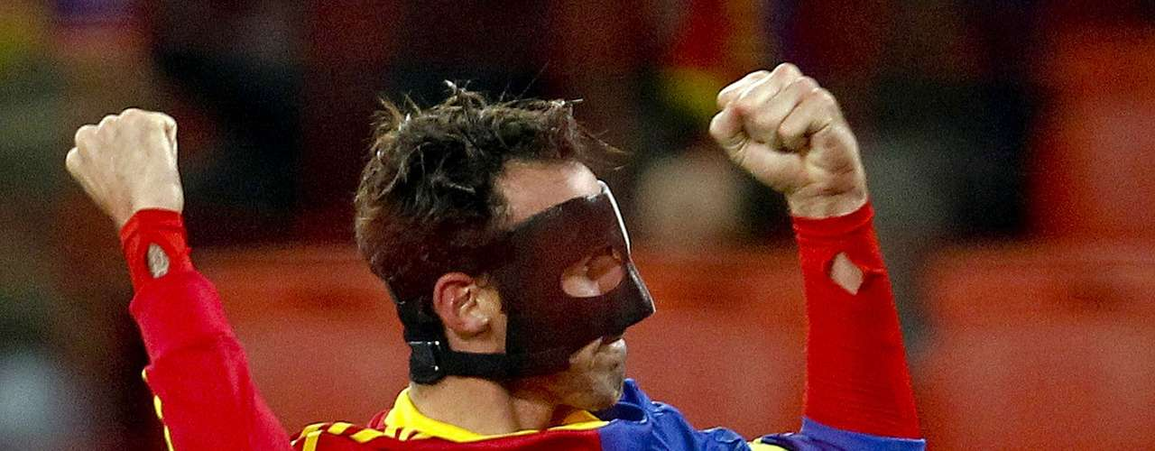 FC Basel's (FCB) Marco Streller reacts after scoring a goal against Videoton FC during their Europa League Group G soccer match in Basel November 8, 2012.