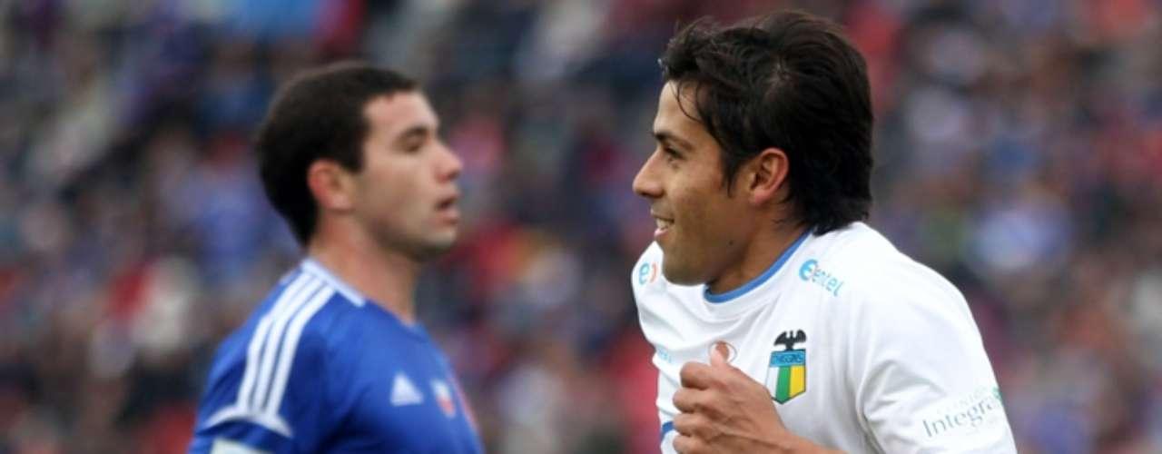 Ramón Fernández: juega en O'Higgins y tuvo un paso por La Calera. Nació en Argentinos Juniors y con 27 años ya dijo que ante una buena oferta dejará el club celeste. Su tasación es de 1.6 millones de dólares y eso podría ser una traba para partir.